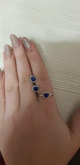 Серьги и кольцо с бриллиантами и сапфиром.