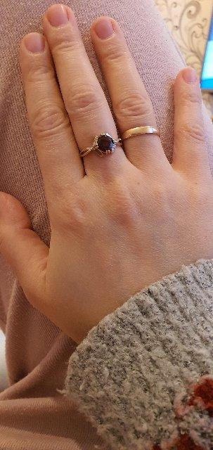 Кольцо с россыпью 20 бриллиантами и один гранат. 17,5 размер.