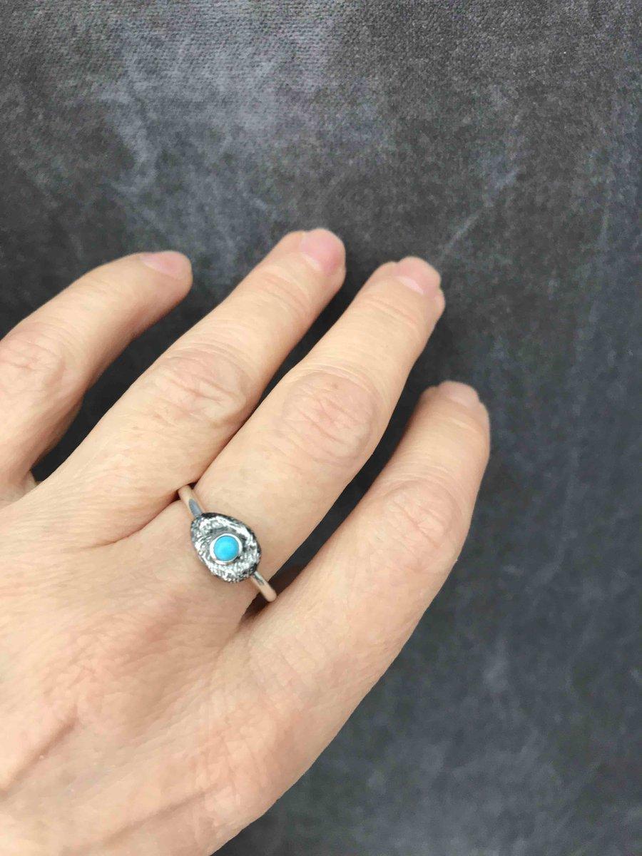 Серебрянное кольцо с бирюзой и кораллом.