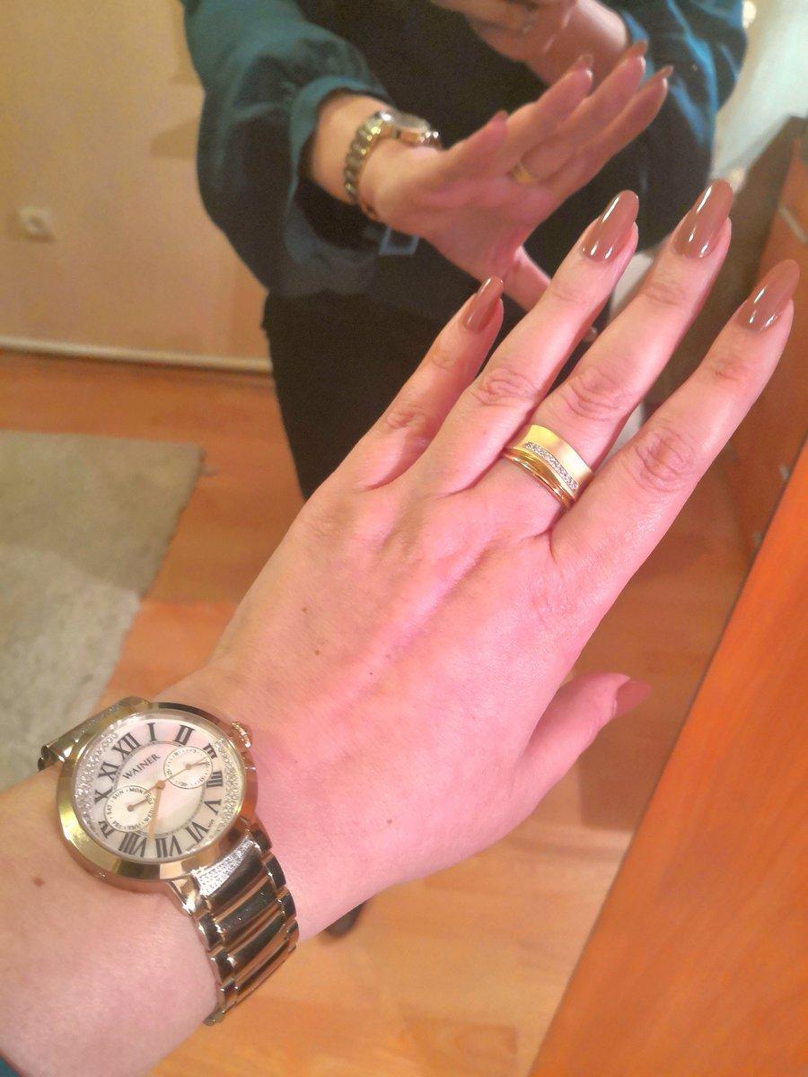 Достаточно крупное и заметное кольцо