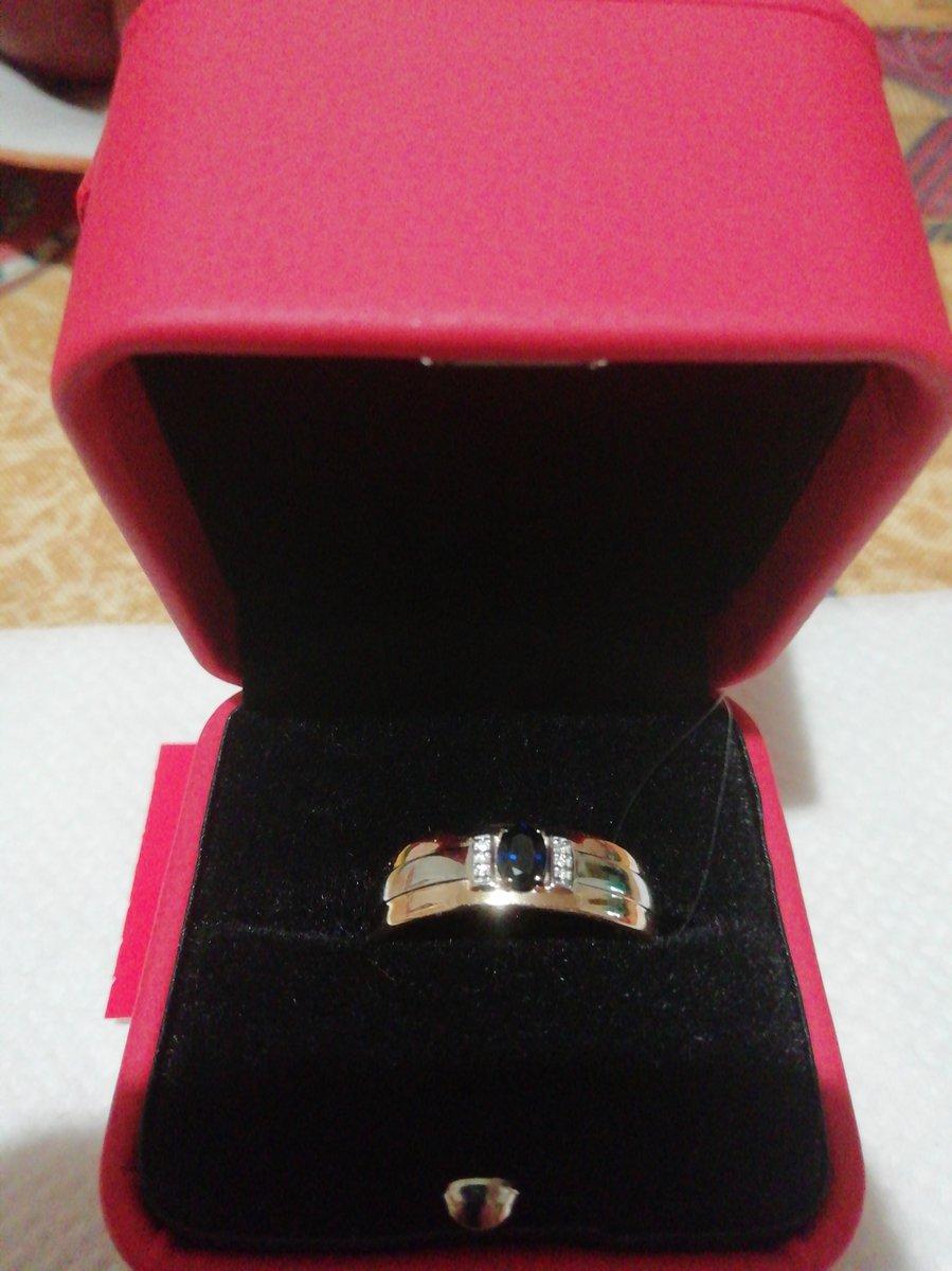 Кольцо - сапфировое чудо, подарок мужа на юбилей. Великолепная классика.
