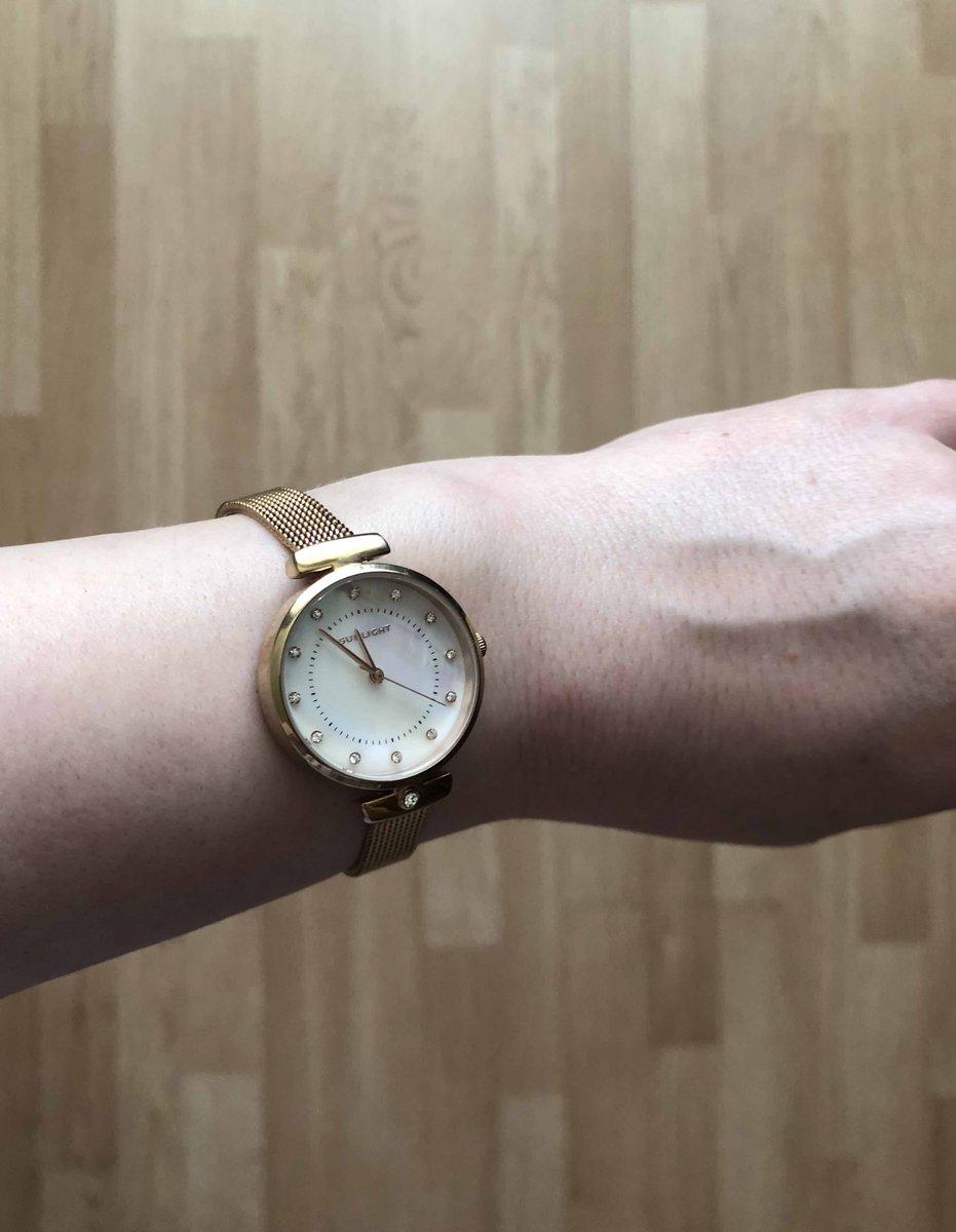 Часы цвета розовое золото