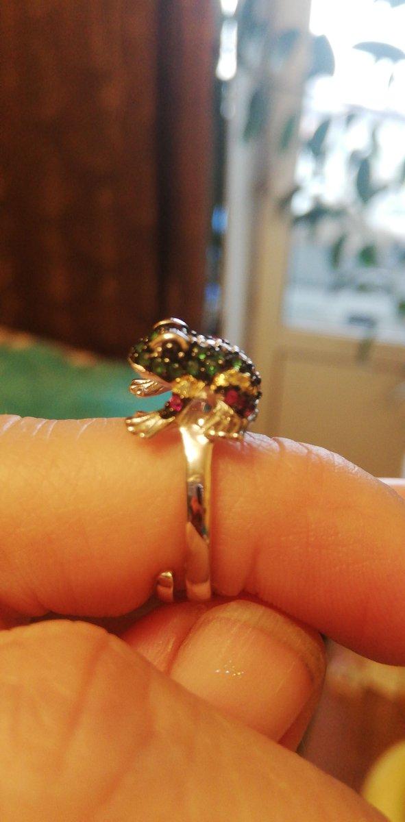 Кольцо с лягушкой.
