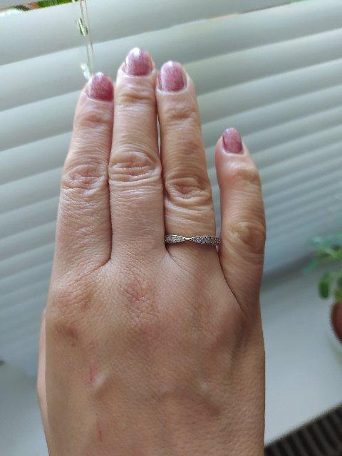 Кольцо с фианитом.