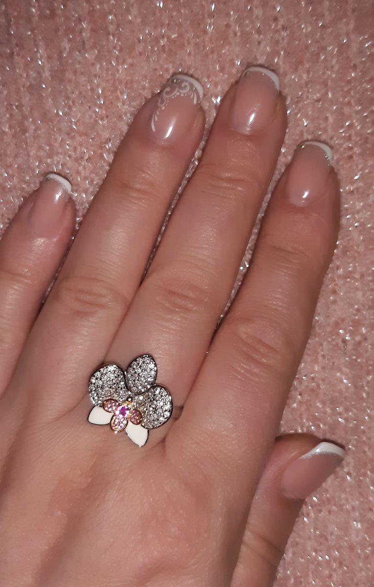 Орхидея на пальчике!