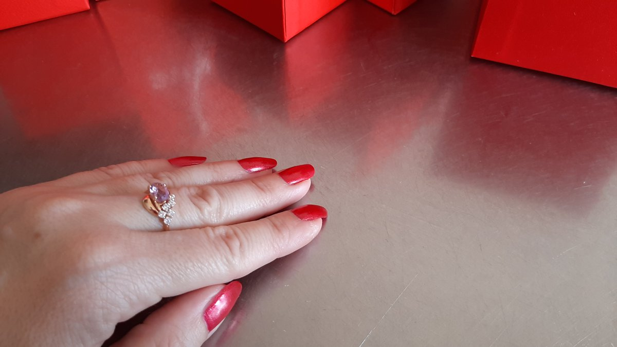 Кольцо-перстень с аметистом.