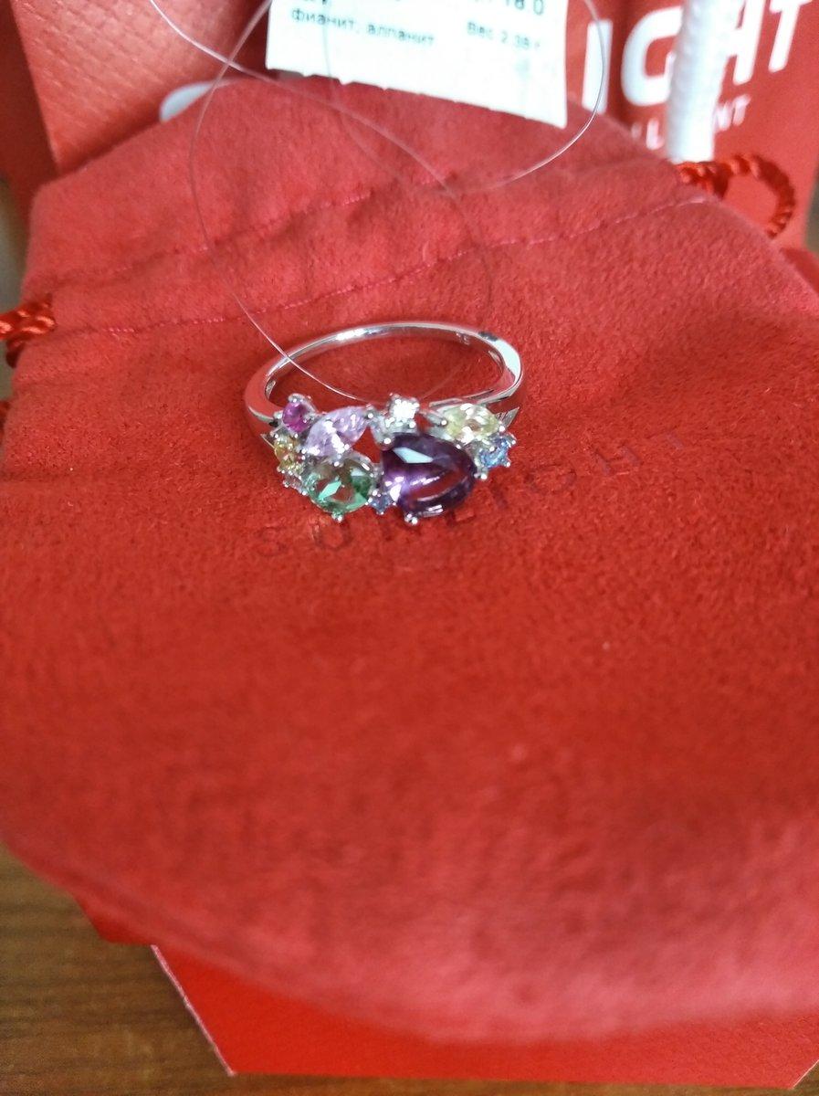 Кольцо очень красивое!  Нежные камни, качество исполнения! А  блеск!