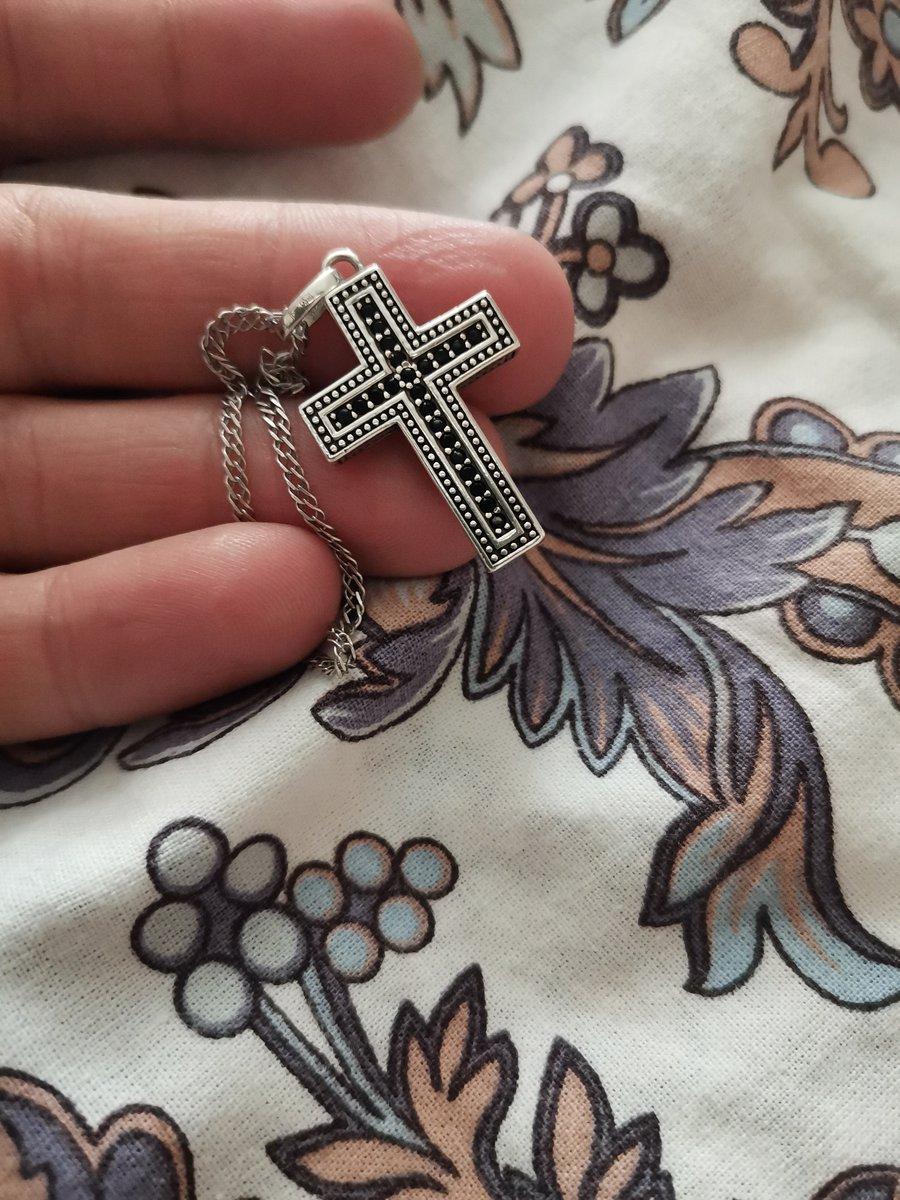 Серебряный крест с фианитами.
