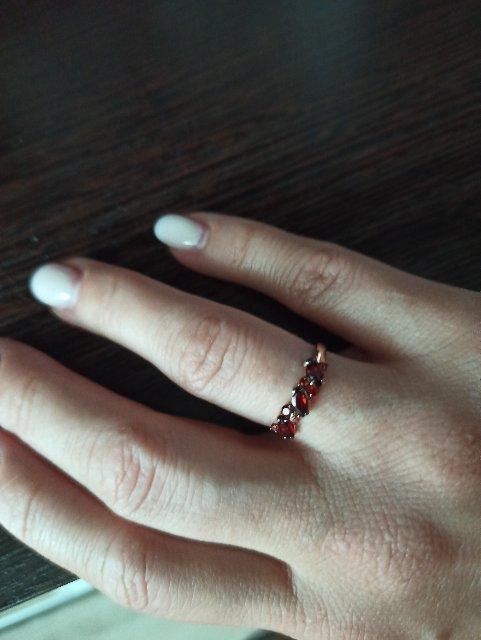 Кольцо смотрит очень привлекательно