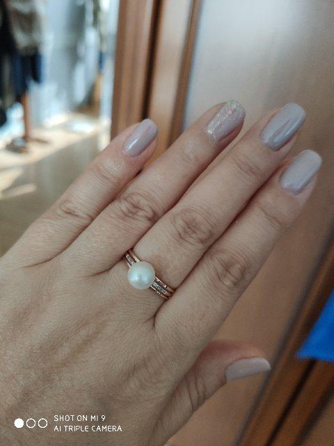 Купила кольцо в комплекте к сережкам. Очень нежно и элегантно