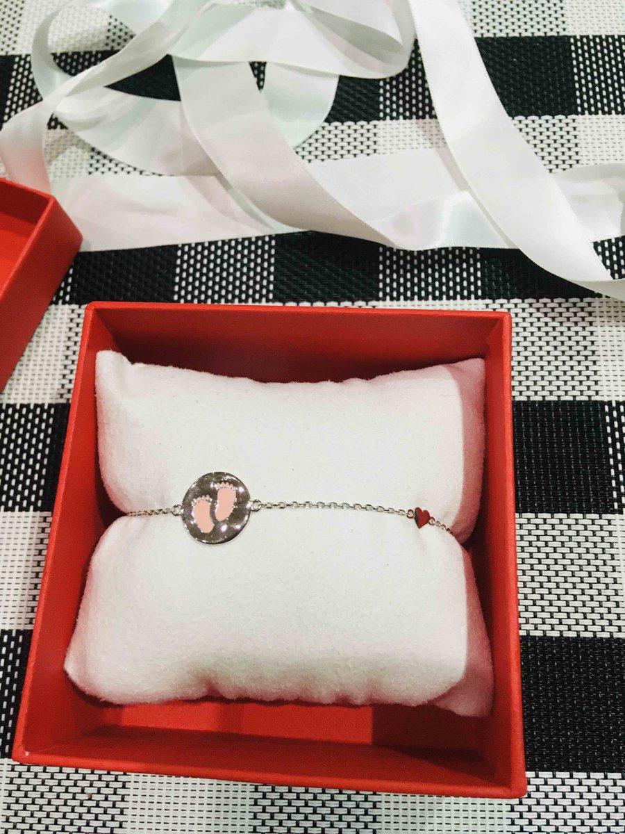 Очень красивый и нежный браслет,а оформления как всегда шедевр