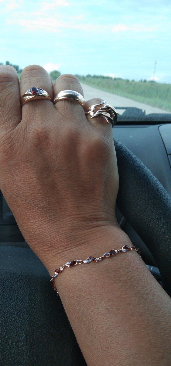 Спасибо производителю за такой красивый браслет.