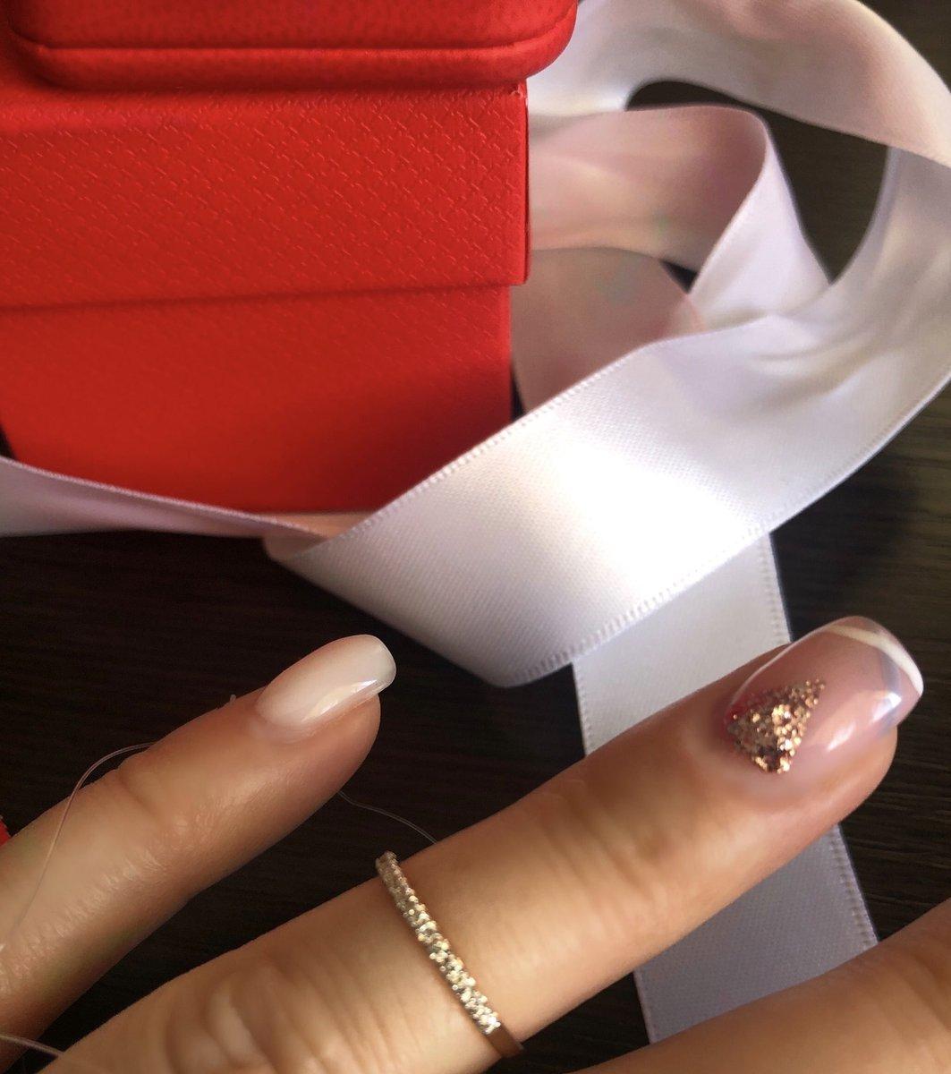 Кольцо (дорожка) 15р приобрела на фалангу .