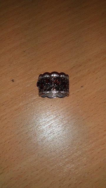 Кольцо серебрянное с гранатиками и фианитом