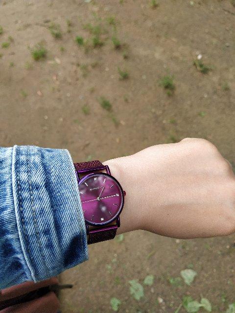 Часы красивого насыщенного цвета