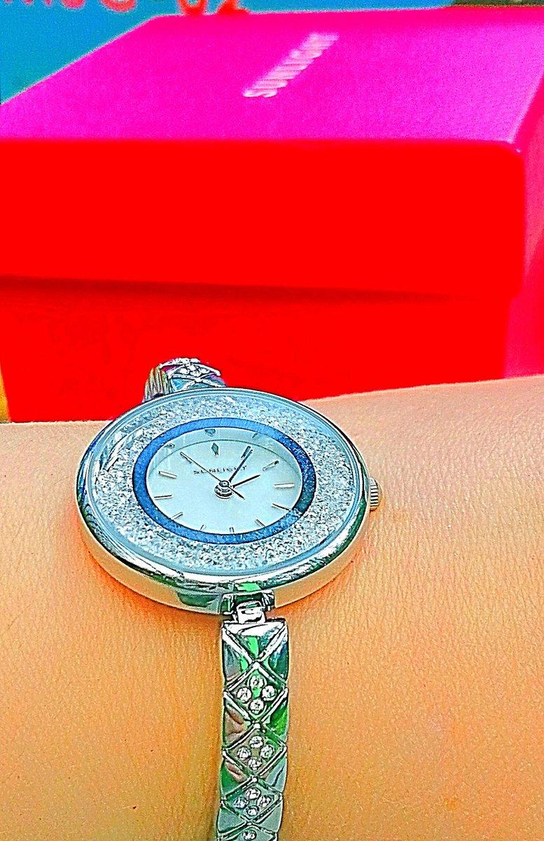 Прекрасные часы красивые, получили в замечательной праздничной упаковке