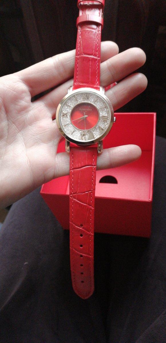 Часы яркие, красивые. Я очень довольна!