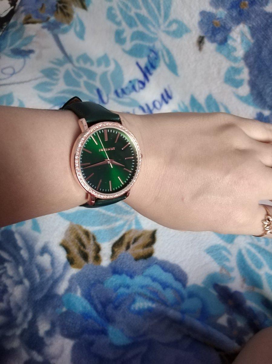Часы очень красивые, элегантные. цвет мой любимый изумрудный. 💕💕💕