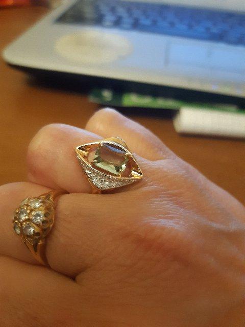 Кольцо очень красивое ,пришлось купить и серьги в комплект,все отлично!