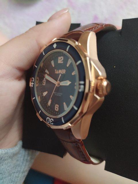 Красивые часы,
