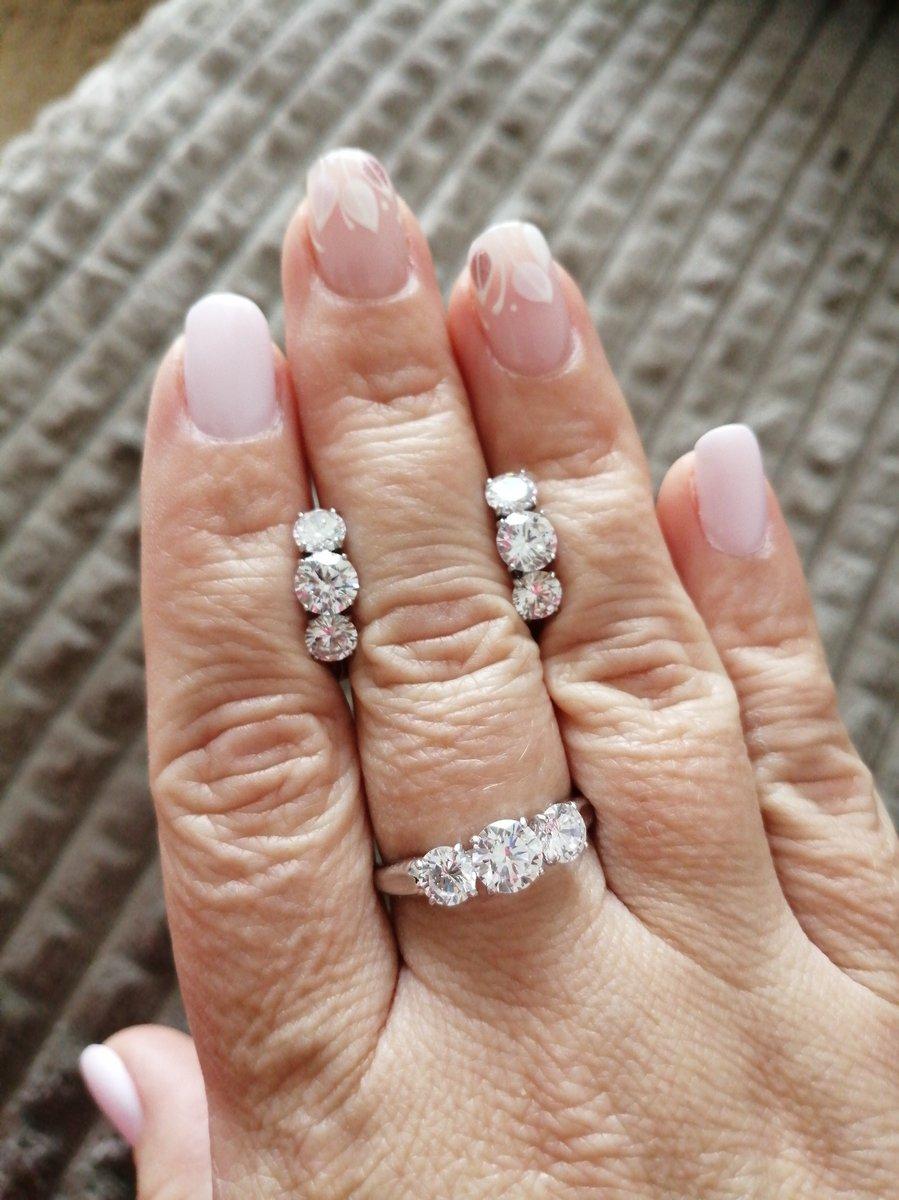 Серги покупала вместе с кольцом.