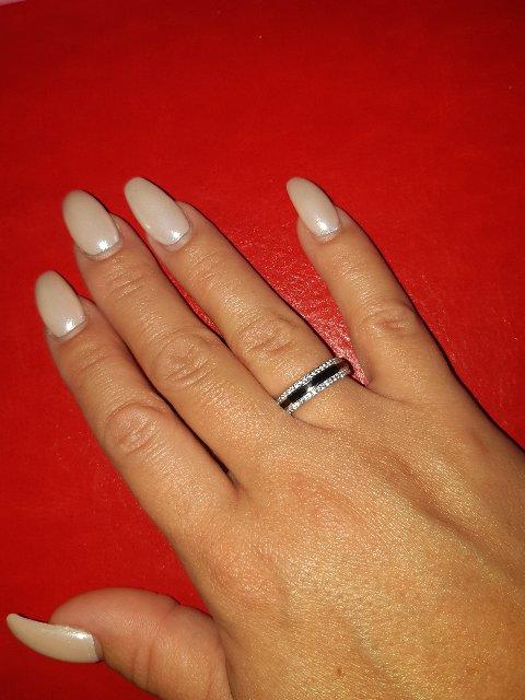 Кольцо с фианитами и чёрной керамикой