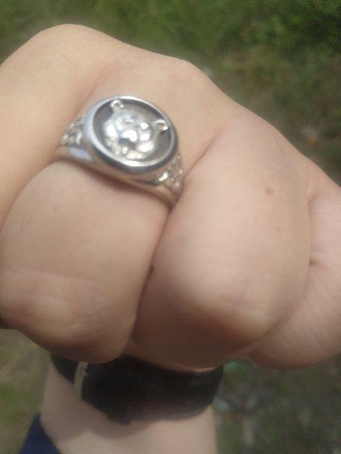 Перстень купил