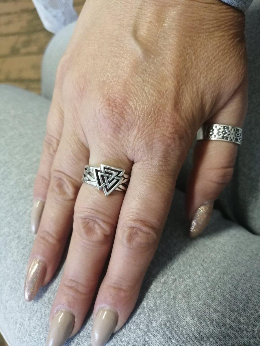 Очень довольна покупкой.. кольцо красивое.. размер подошёл отлично