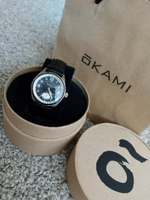 Стильные часы, современный дизайн