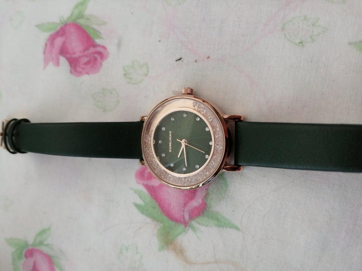 Давно хотела купить себе часы на зелёном ремешке.