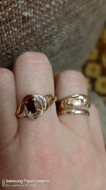 Кольцо очень смотрится шикарно, мне безумно понравилось, еще и купила серги