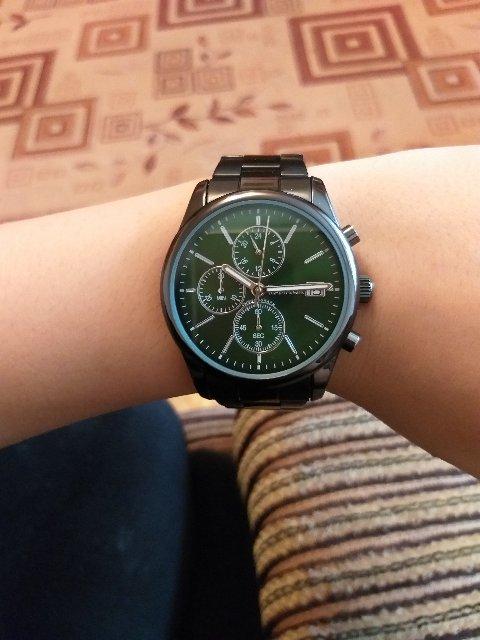 Очень красивые часы.на руке смотрится очень красиво и дорого
