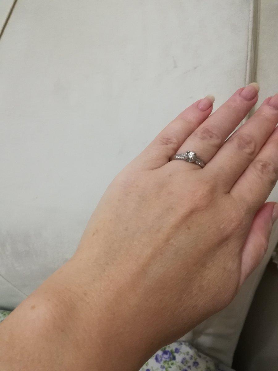 Кольцо очень изящное. два в одном, и  кольцо и перстень.