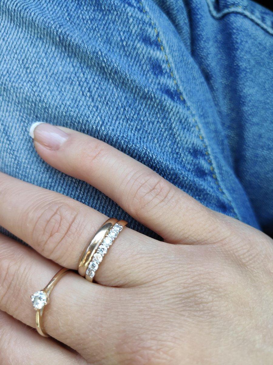 Красивое кольцо с 7 бриллиантами