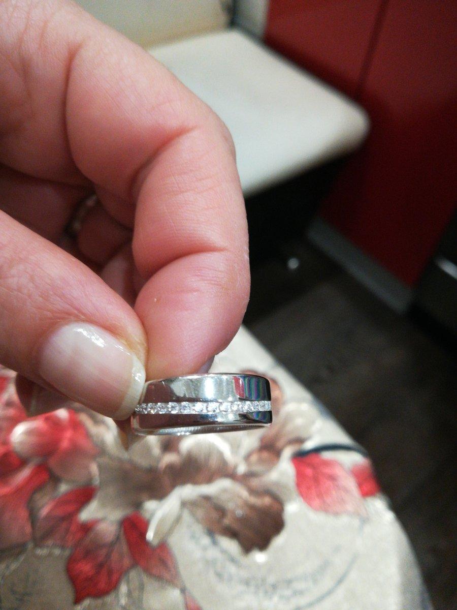 Кольцо очень красивое, стильное, хорошего качества