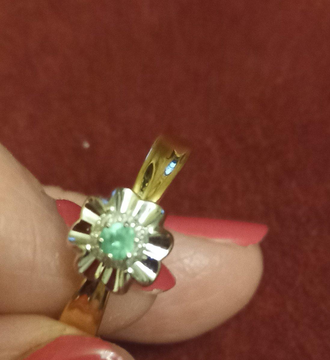 Золотое кольцо с изумрудом м бриллиантами