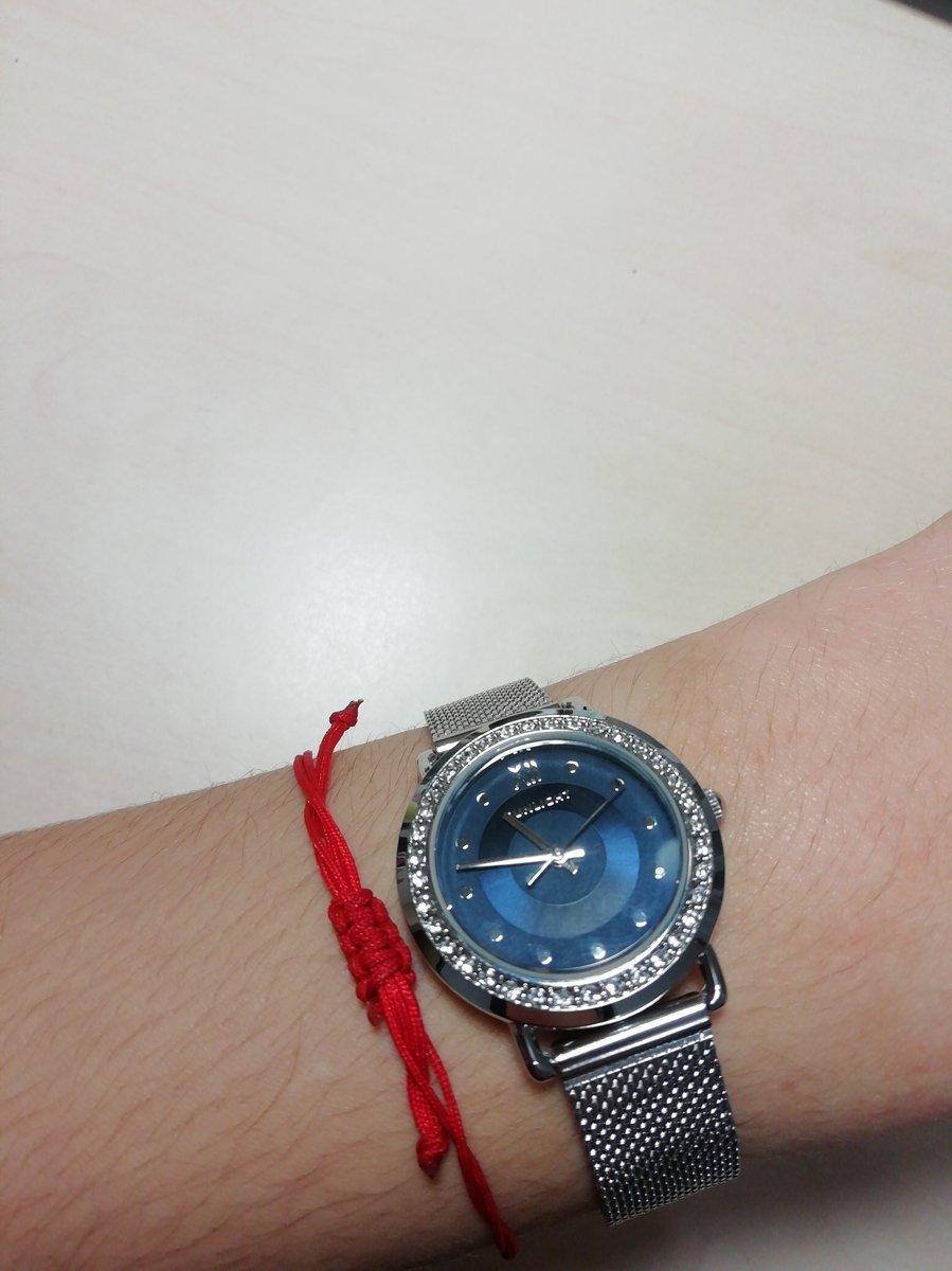 Очень красивые часы с интересной застежкой!