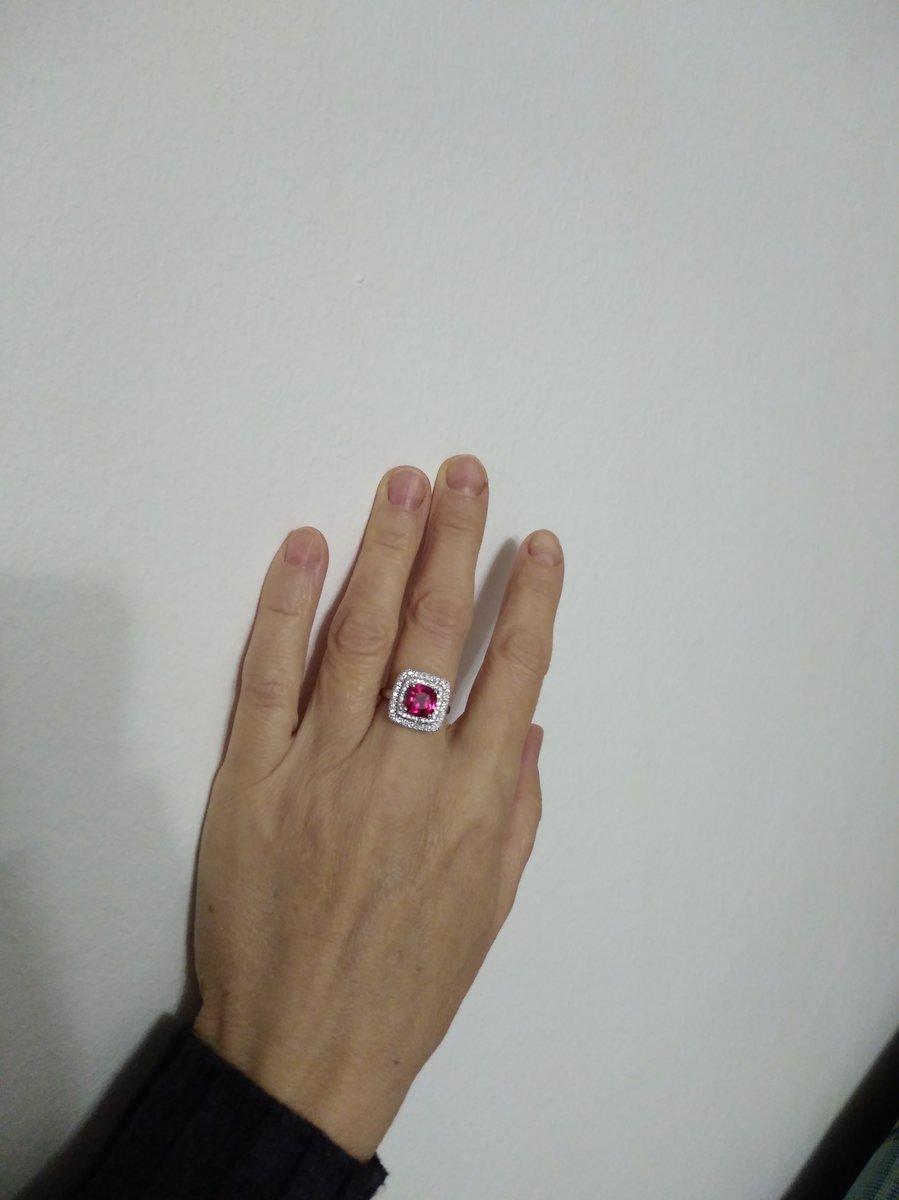 Серебряное кольцо с рубином и фионитами