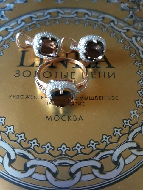 Очаровательные серьги и кольцо с раухтопазом