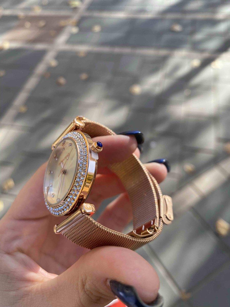 Ну очень красивые и блестящие часы, как я люблю!😂