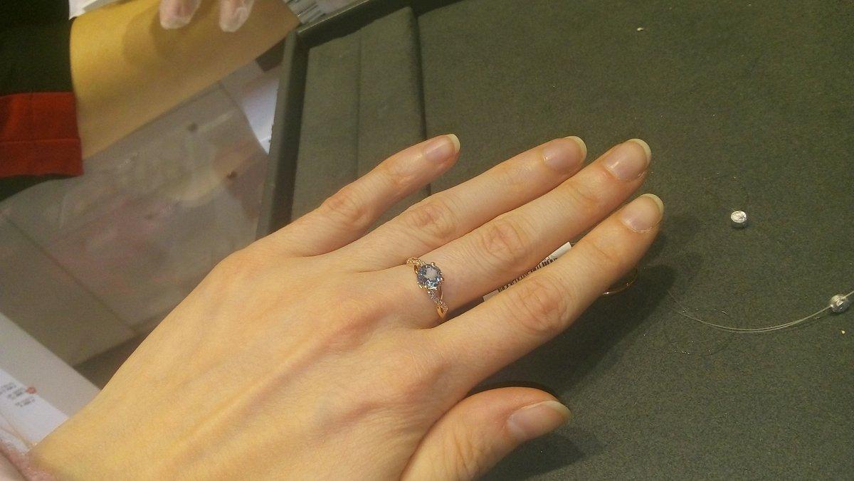 Золотое кольцо с топазам и бриллиантоми