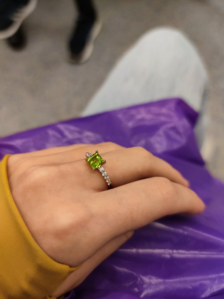 Шикарное кольцо с султанитом