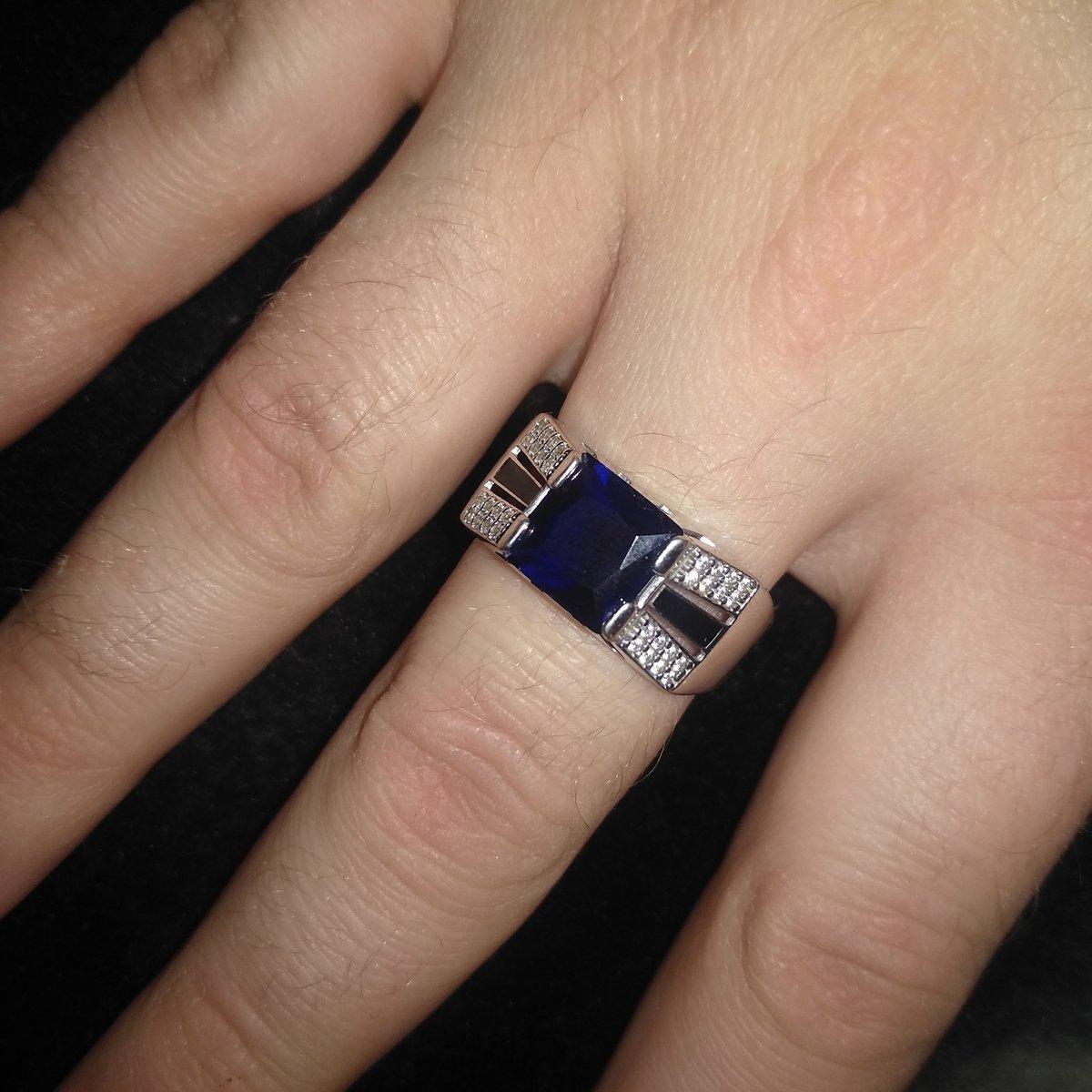 Красивый перстень))фианиты переливаются