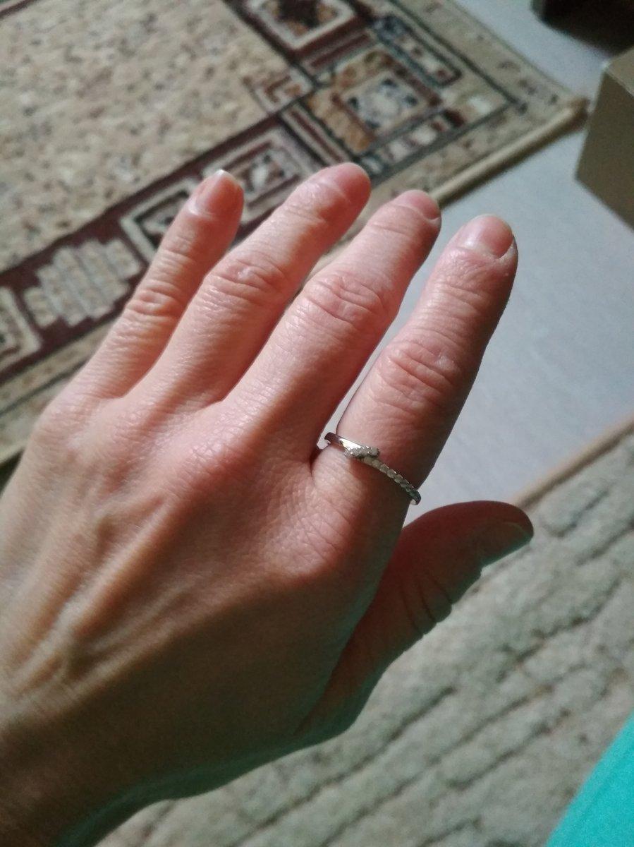 На указательный палец