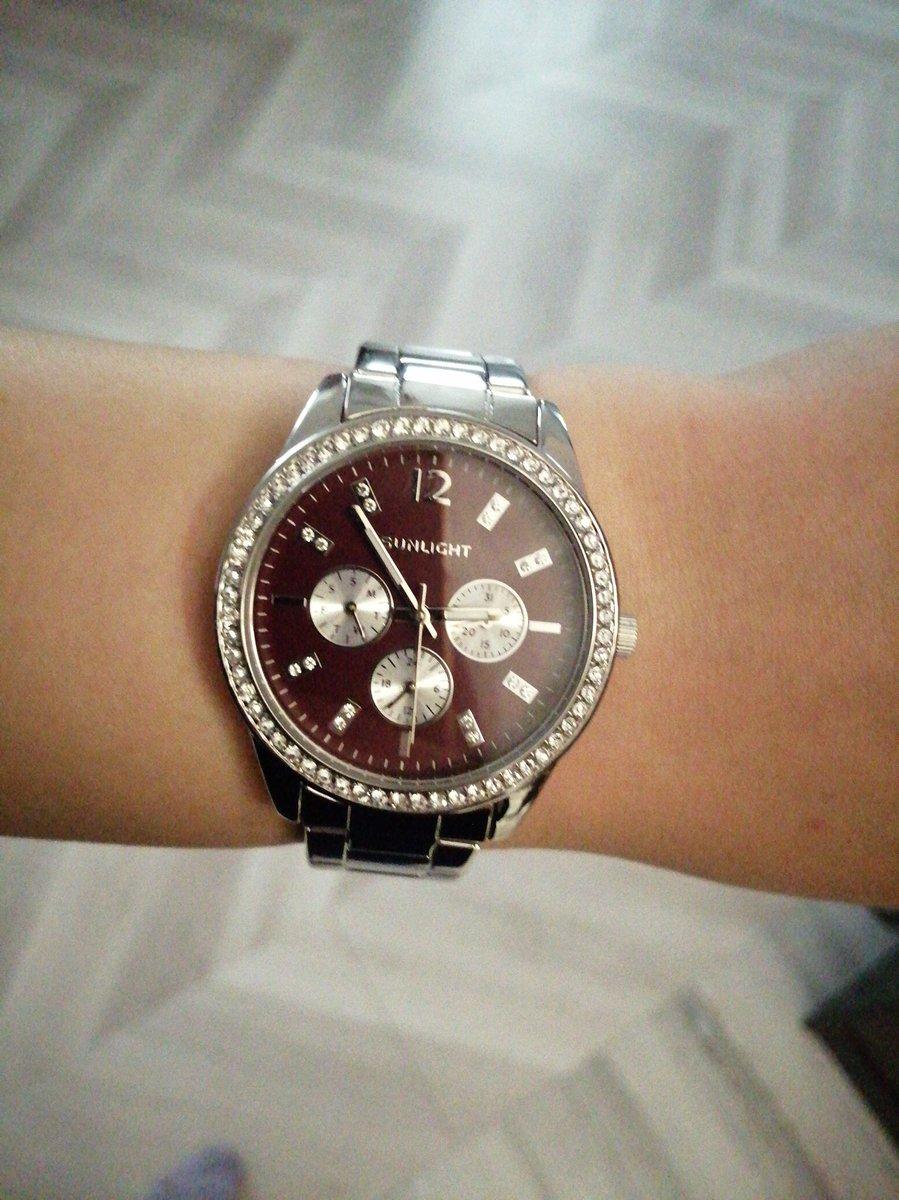 Часы женские с бардовым циферблатом