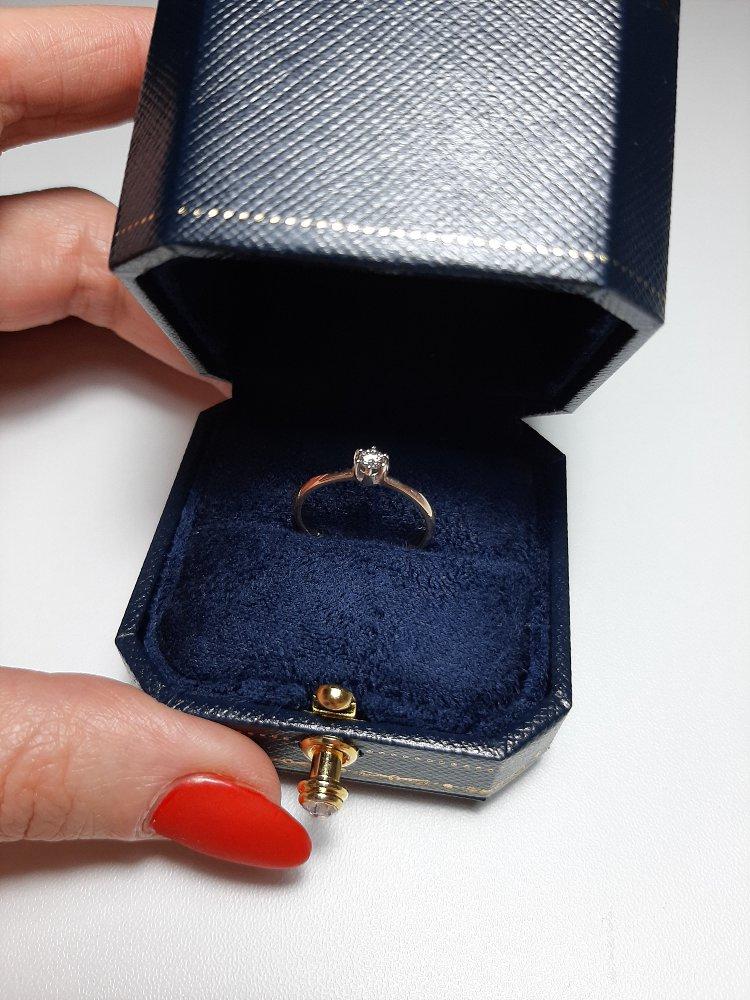 Милое колечко с бриллиантом