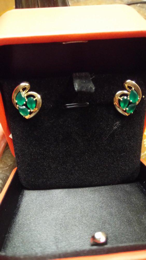 Золотые серьги с зелёными агатами