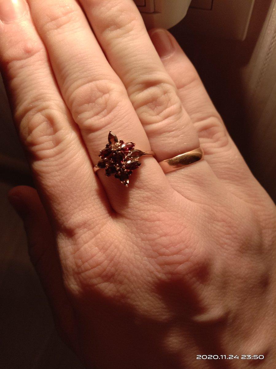 Очень яркое кольцо