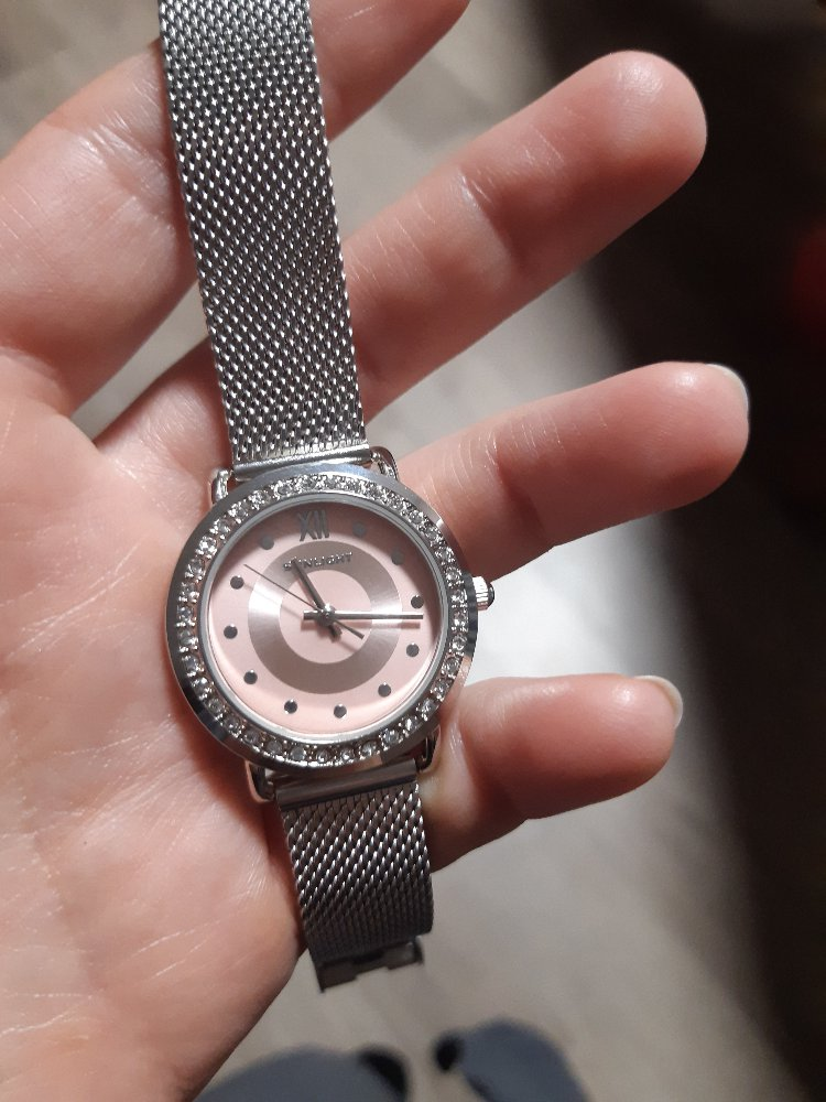 Часы очень красивые, изящные