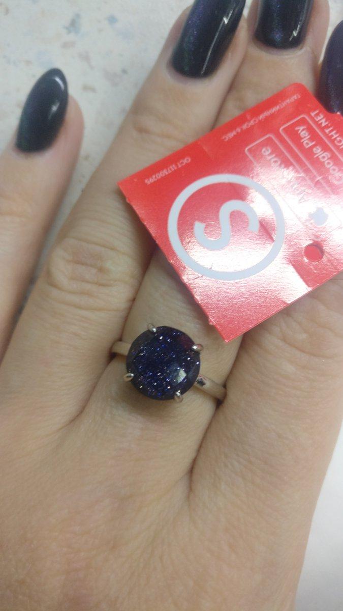 Симпатичное кольцо, купила к серёжкам, камень не маленький.